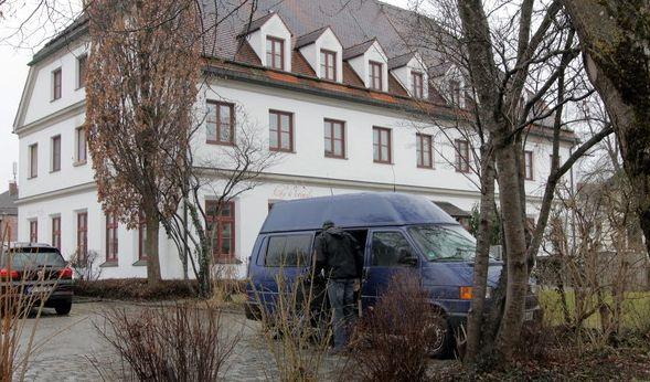 bluttat in oberbayern feier zu laut nachbarn 66 72 nach party erstochen. Black Bedroom Furniture Sets. Home Design Ideas