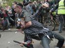 In Moskau greift die Polizei gegen Demonstranten hart durch. (Foto)