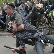 In Moskau greift die Polizei gegen Demonstranten hart durch.
