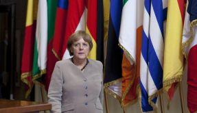 In einer langen Nacht haben Angela Merkel und ihre EU-Kollegen den Wachstumspakt beschlossen. (Foto)