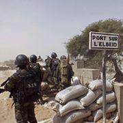 In Nigeria haben Streitkräfte versehentlich ein Flüchtlingslager bombardiert. (Foto)