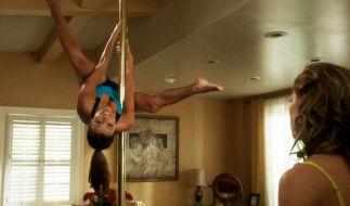 In der Serie Desperate Housewives übt Schauspielerin Eva Longoria in ihrer Rolle den anstrengenden Sport an der Stange. (Foto)