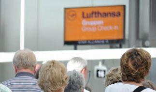 In den Terminals bildeten sich lange Schlangen vor den Umbuchungsschaltern der Lufthansa. (Foto)