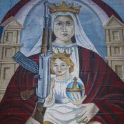 In Venezuela gehören Waffen derart zum Alltag, dass selbst Jesus Kalaschnikow trägt. In Deutschland dagagen ist Waffenbesitz streng reglementiert - doch vielen reicht das nicht.