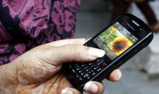 Inder haben inzwischen mehr Handys als Toiletten (Foto)