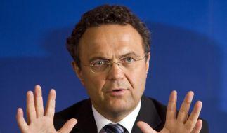 Innenminister Friedrich: Appell an Fans und Vereine (Foto)