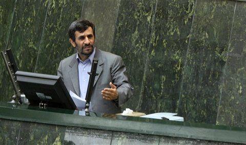 Irans Präsident Ahmadinedschad  forderte seinen US-Kollegen Obama zu konkreten Taten auf. (Foto)