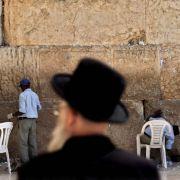 Israel plant den Bau tausender Wohnungen in den besetzten Gebieten. Das Vorgehen wird scharf verurteilt.