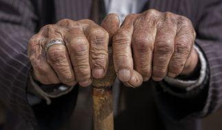 115-jährige Greise packen aus