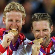 Ist Gold auch Geld wert? Für Julius Brink (rechts) und Jonas Reckermann könnte sich der Olympiasieg auszahlen.