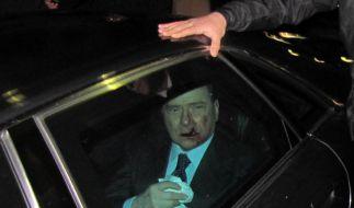 Italiens Ministerpräsident Silvio Berlusconi nach einer Wurfattacke (Foto)