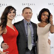 Skyfall startet in Deutschland am 1. November 2012: Aktuell wird der Streifen noch in Istanbul gedreht. Dabei wurden Berenice Marlohe (links) und Naomie Harris erstmals offiziell als neue «Bond-Girls» präsentiert.