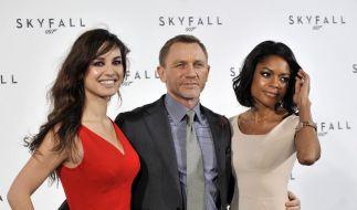 James Bond: Sexy Bond-Girls betören Daniel Craig (Foto)