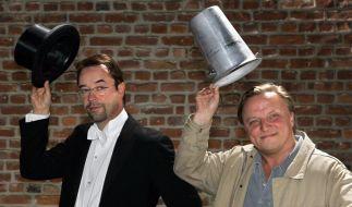 Jan Josef Liefers (l) und Axel Prahl ermitteln als Kommissar-Duo im Tatort Münster. (Foto)