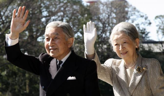 Japanisches Kaiserpaar besucht britische Königin (Foto)