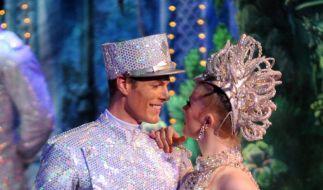 Jasper Hanebuth fühlt sich pudelwohl in der Glitzerwelt des Moulin Rouge. (Foto)
