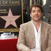 Javier Bardem freut sich über seinen Stern auf dem Walk of Fame in Hollywood.