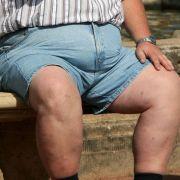 Jeder zweite Bundesbürger ist übergewichtig - doch neue Forschungsergebnisse lassen auf Therapien gegen Fettleibigkeit hoffen.