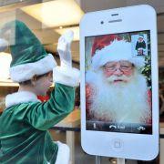 Jeder Fünfte wünscht sich laut Branchenverband Bitkom zu Weihnachten ein Smartphone.