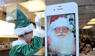 Jeder Fünfte wünscht sich laut Branchenverband Bitkom zu Weihnachten ein Smartphone. (Foto)