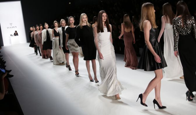 Jedes Jahr kommen Modebegeisterte zur Berliner Fashion Week. Aber nicht immer läuft auf und hinter den Laufstegen alles glatt. (Foto)