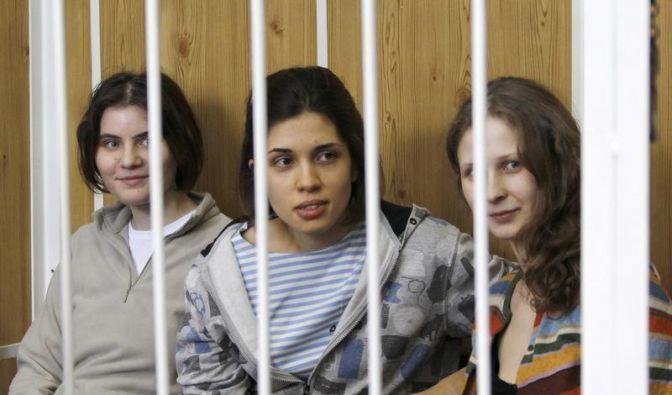 Jekaterina Samuzewitsch, Nadeschda Tolokonnikowa und Maria Aljochina sind zu je zwei Jahren Straflager verurteilt. (Foto)