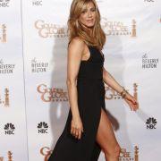 Hat Angelina Jolie bei ihr geklaut? Auch Jennifer Aniston zeigte bei den Golden Globes 2010 viel Bein.