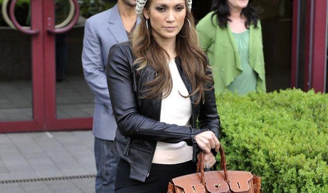 Jennifer mit Birkin bag von Hermes (Foto)