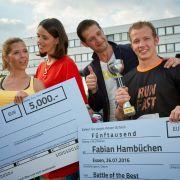 """Jenny (Kaja Schmidt-Tychsen, 2.v.l.) und Deniz (Igor Dolgatschew, 2.v.r.) küren die """"Battle of the Best""""-Gewinner Diana (Tanja Szewczenko) und Fabian Hambüchen. (Foto)"""