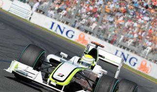 Jenson Button fährt mit seinem Brawn GP durch den Albert Park in Melbourne. (Foto)