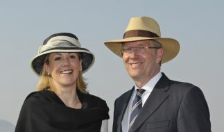 Jetzt ist Zeit zum Reisen: Bundespräsident Christian Wulff und seine Frau Bettina posieren in der Py (Foto)