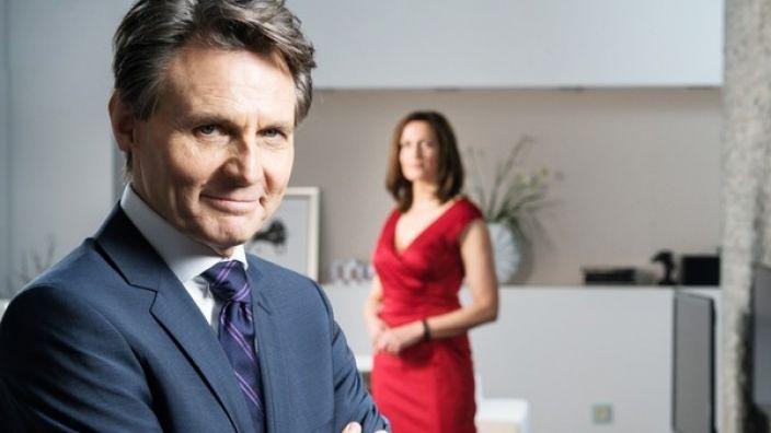 Jo Gerner und Kathrin schmieden einen Plan, um Felix loszuwerden.