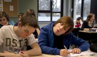 «Jonas»: Christian Ulmen geht in die Schule (Foto)