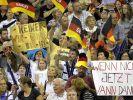 Jubelnde Fans (Foto)