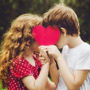 DIESE Schule greift gegen verliebte Teenager durch (Foto)