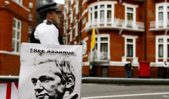 Julian Assange schweigt über Zukunft und bedankt sich für Hilfe (Foto)