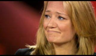 Juliette Schoppmann kann ihre Tränen nicht verbergen. (Foto)