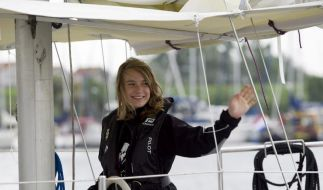 Junge Weltumseglerin kühlt sich mit Atlantik-Wasser (Foto)