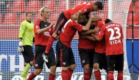 Jupp Heynckes' Team verteidigt die Tabellenspitze nach dem 2:1 durch Kießling. (Foto)