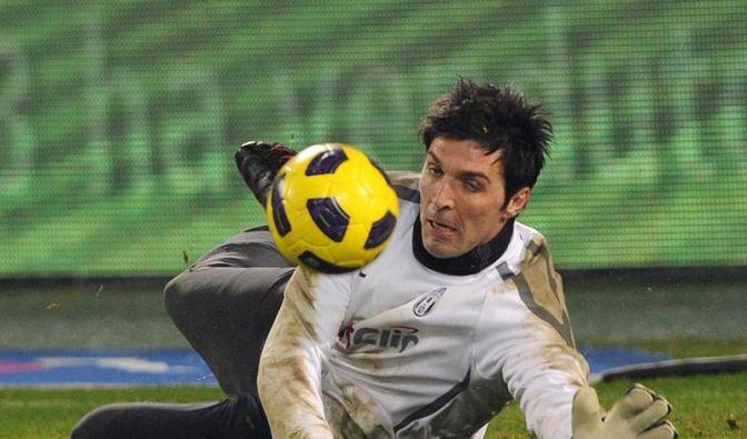 Juve-Keeper Buffon strippt und Toni humpelt (Foto)