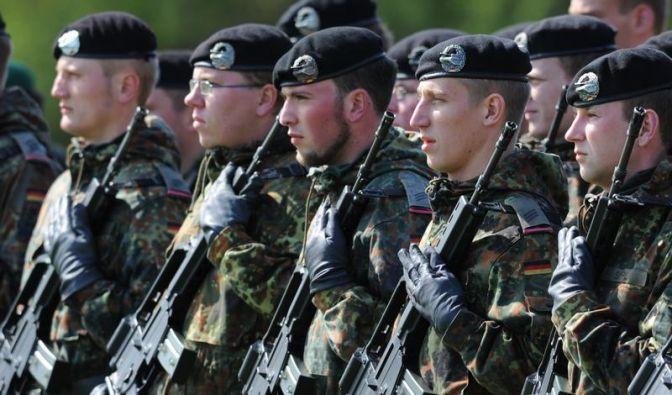 Kabinett billigt Pläne für Bundeswehrreform (Foto)