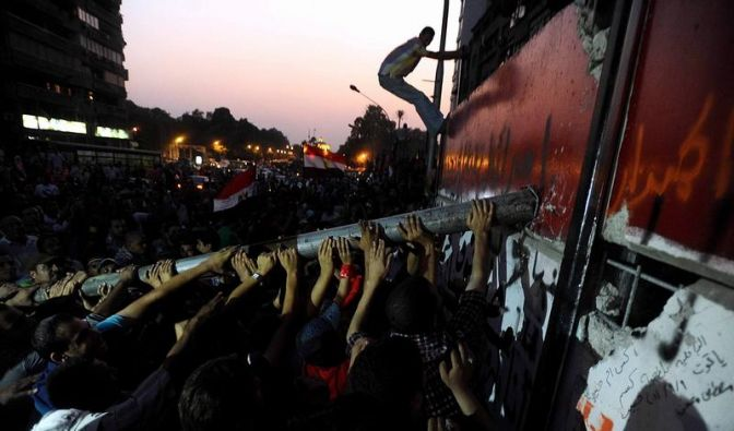 Kairo: Protestler stürmen Israels Botschaftsgebäude (Foto)