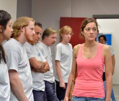 Kann Sandra (Marion Cotillard) ihre Kollegen überzeugen, auf die Bonuszahlung zu verzichten, damit sie ihren Job behalten kann? (Foto)