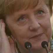 Kanzlerin Angela Merkel empört sich über das Urteil zur Strafbarkeit von religiösen Beschneidungen von Jungen.