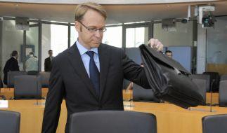 Kanzlerin-Berater Jens Weidmann präpariert seine Aussage vor dem HRE-Untersuchungsausschuss. (Foto)