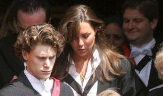 Kate Middleton fiel Prinz William auf den Fluren des St. Andrews Colleges auf. Das brünette Mädchen interessierte den Royal, denn sie war ruhiger als die anderen Mädchen und überzeugte durch Sportlichkeit und Bescheidenheit. (Foto)