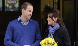 Kate verließ das King Edward VII. Hospital im Zentrum Londons zusammen mit William. und einem Blumenstrauß. (Foto)