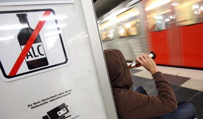 Kein Bier in der Bahn - Alkoholverbote im Ausland (Foto)
