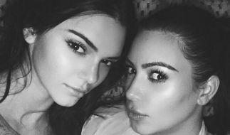 Kendall Jenner mit ihrer Halbschwester Kim Kardashian. (Foto)