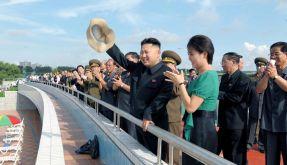 Kim Jong Un und seine Gattin Ri Sol Ju bei der Einweihung eines Freizeitparks. (Foto)